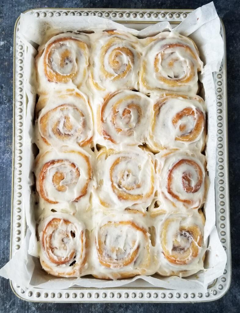 cinnamon rolls with cream cheese glaze