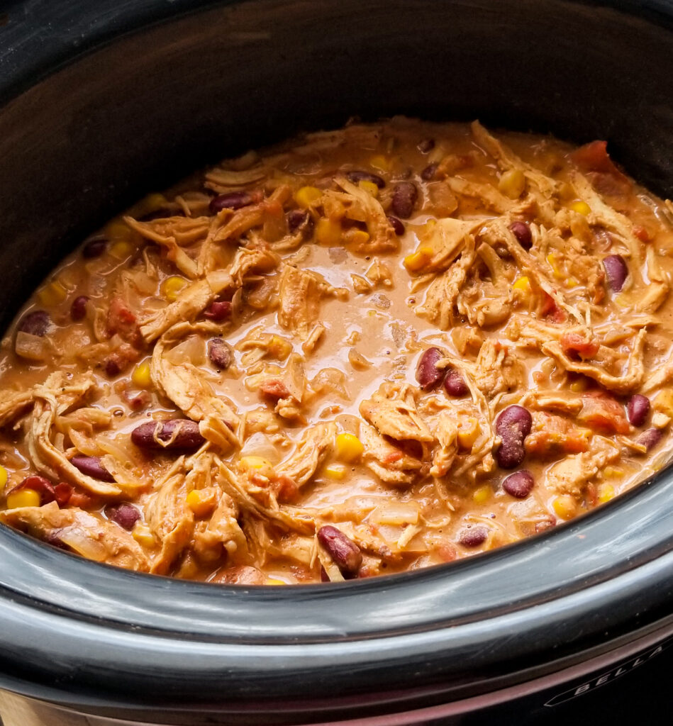 slow cooker creamy chicken chili