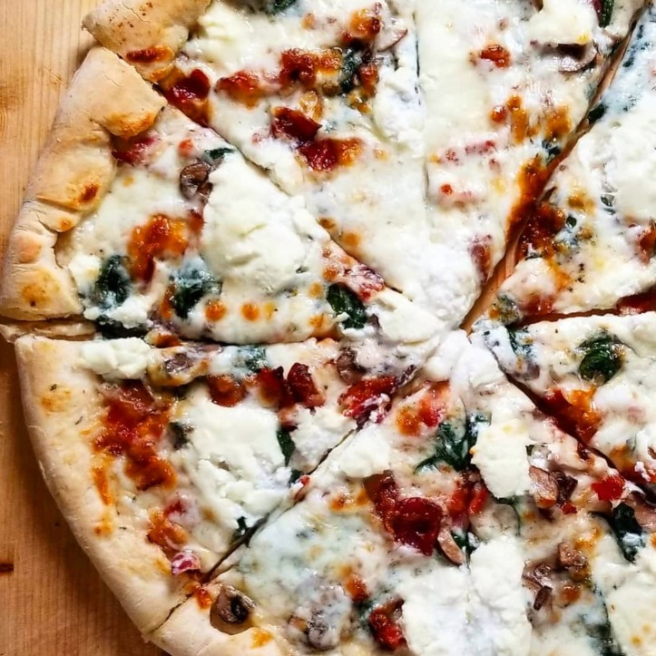 white pizza with bacon spinach mushroom